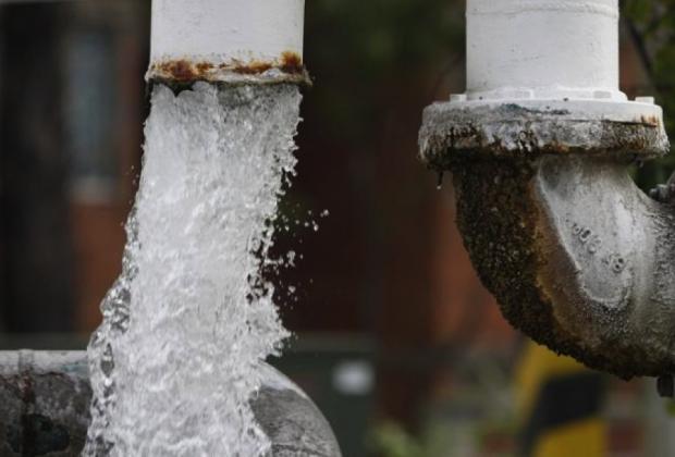 El asalto del mercado: El agua como mercancía, más que como derecho.