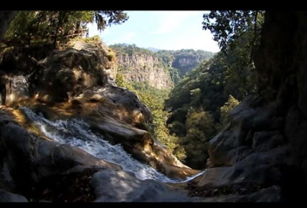 Memoria de la defensa de la Sierra de Puebla: Tetela del oro y la esperanza