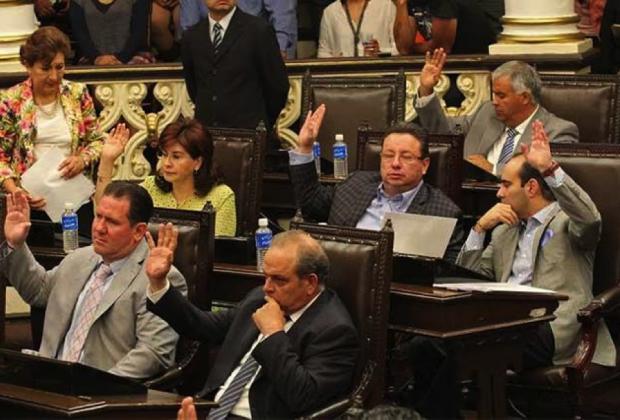 Gobernadores, Congreso y partidos: miseria de la política poblana en dos fotografías