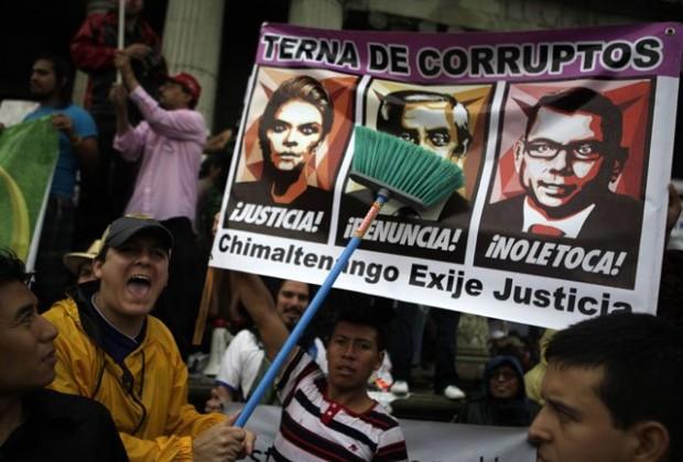 Políticos y ciudadanos, el escandaloso abismo: para entender la renuncia del presidente de Guatemala