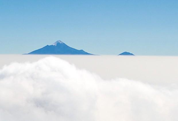 Volcanes e islas en el cielo