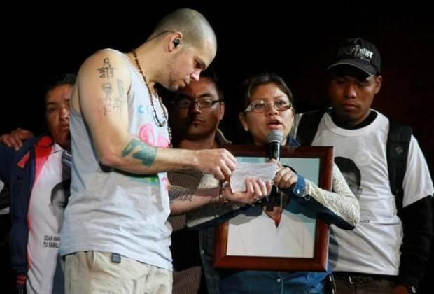 Me haces falta. Ayotzinapa en concierto de Calle 13