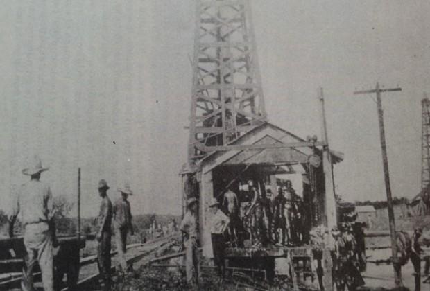 Los años veinte, cuando el petróleo brotó en las vías/Emma Yanes, agosto 2013